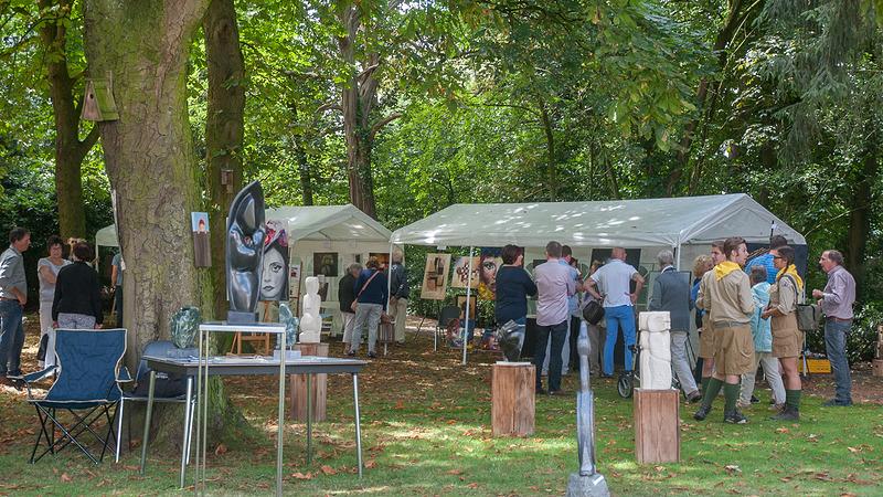 Expositie Somerense kunstenaars in oude pastorietuin