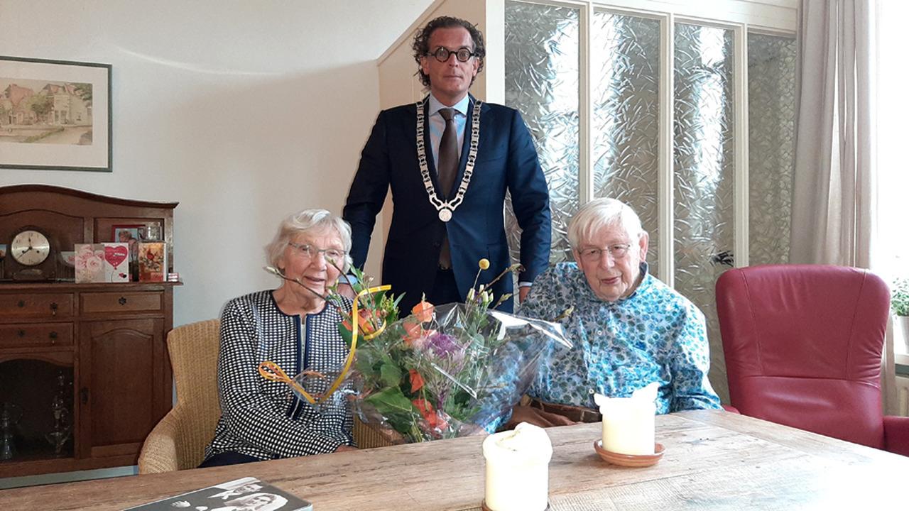 Bruidspaar Van den Akker-Meijers uit Maarssen - dorp 60 jaar getrouwd - RTV Stichtse Vecht