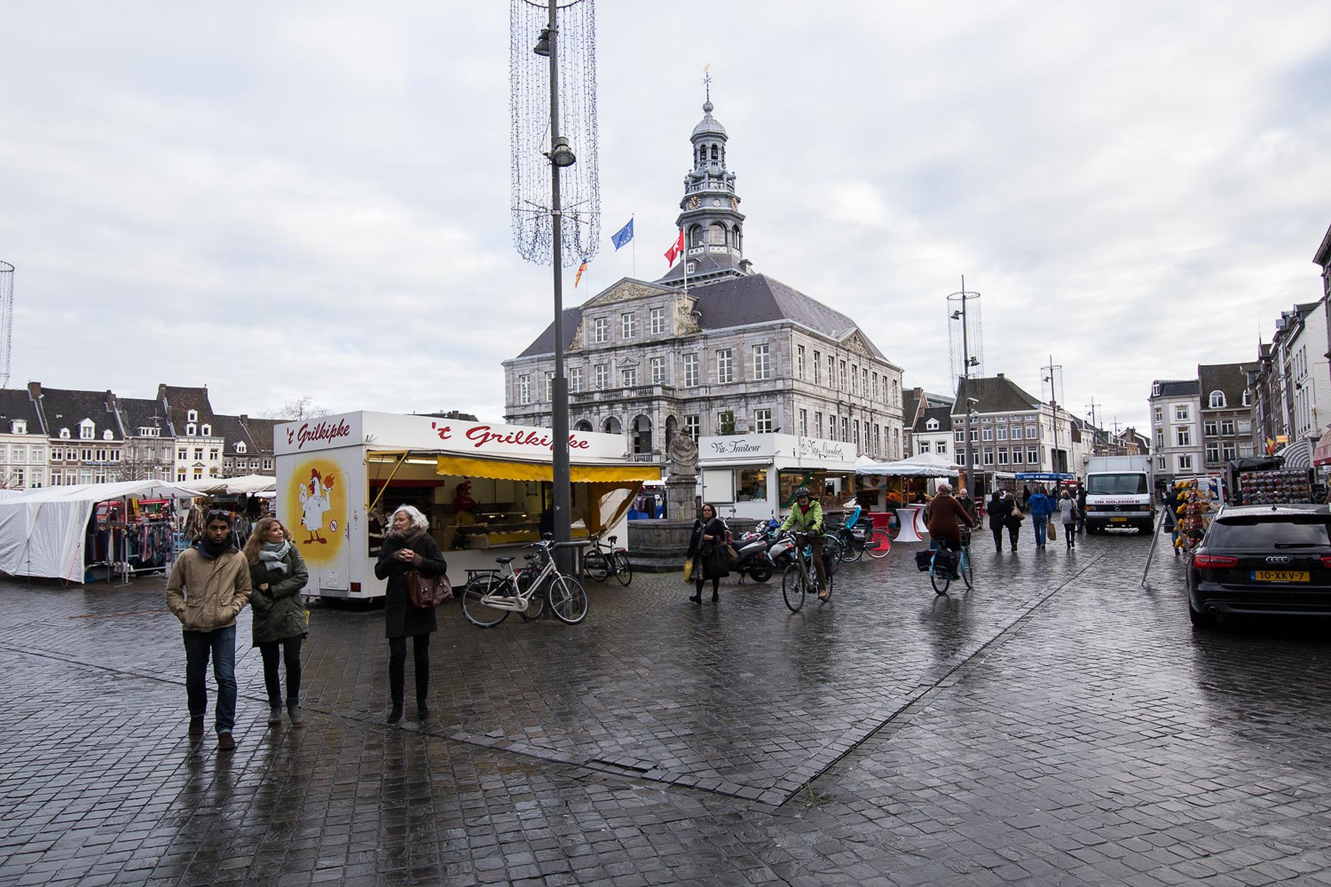 RTV Maastricht | Verlichting stadhuis vervangen