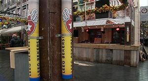 Speciale plastic buizen voor deponeren drinkbekers
