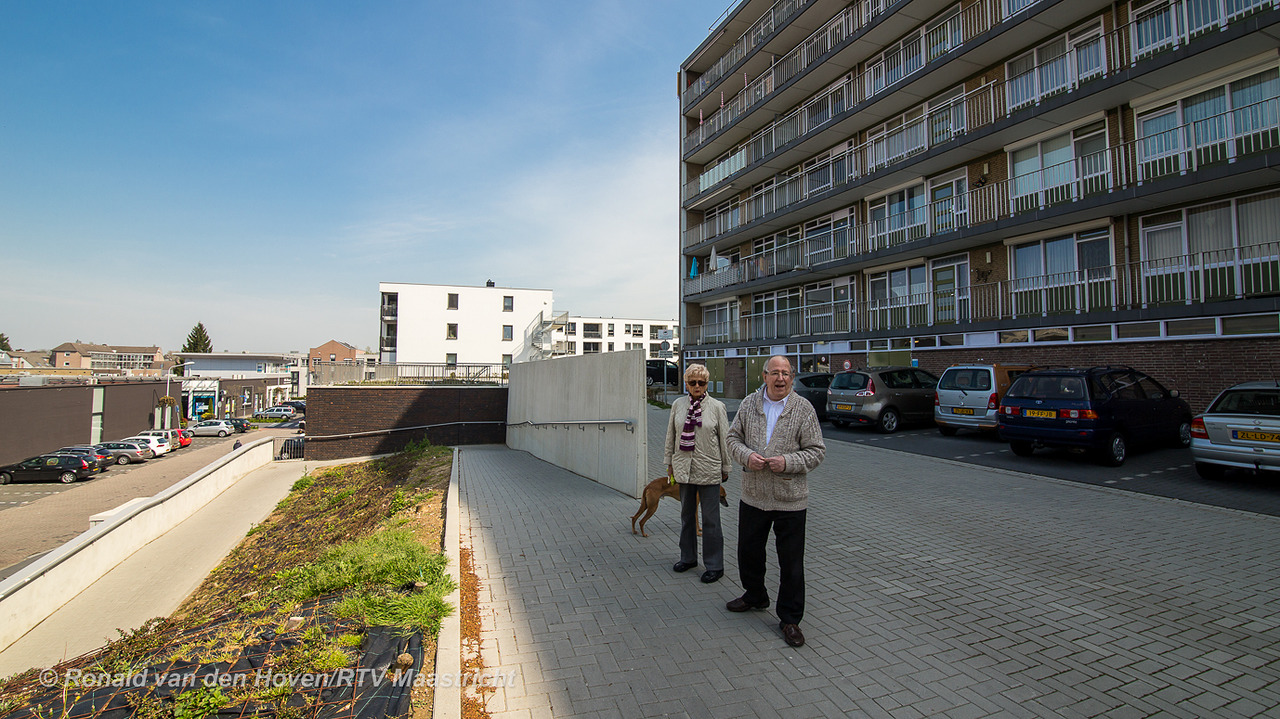 in navolging van de trappen krijgt ook de hellingbaan voor een appartementencomplex aan de wethouder vrankenstraat binnenkort verlichting