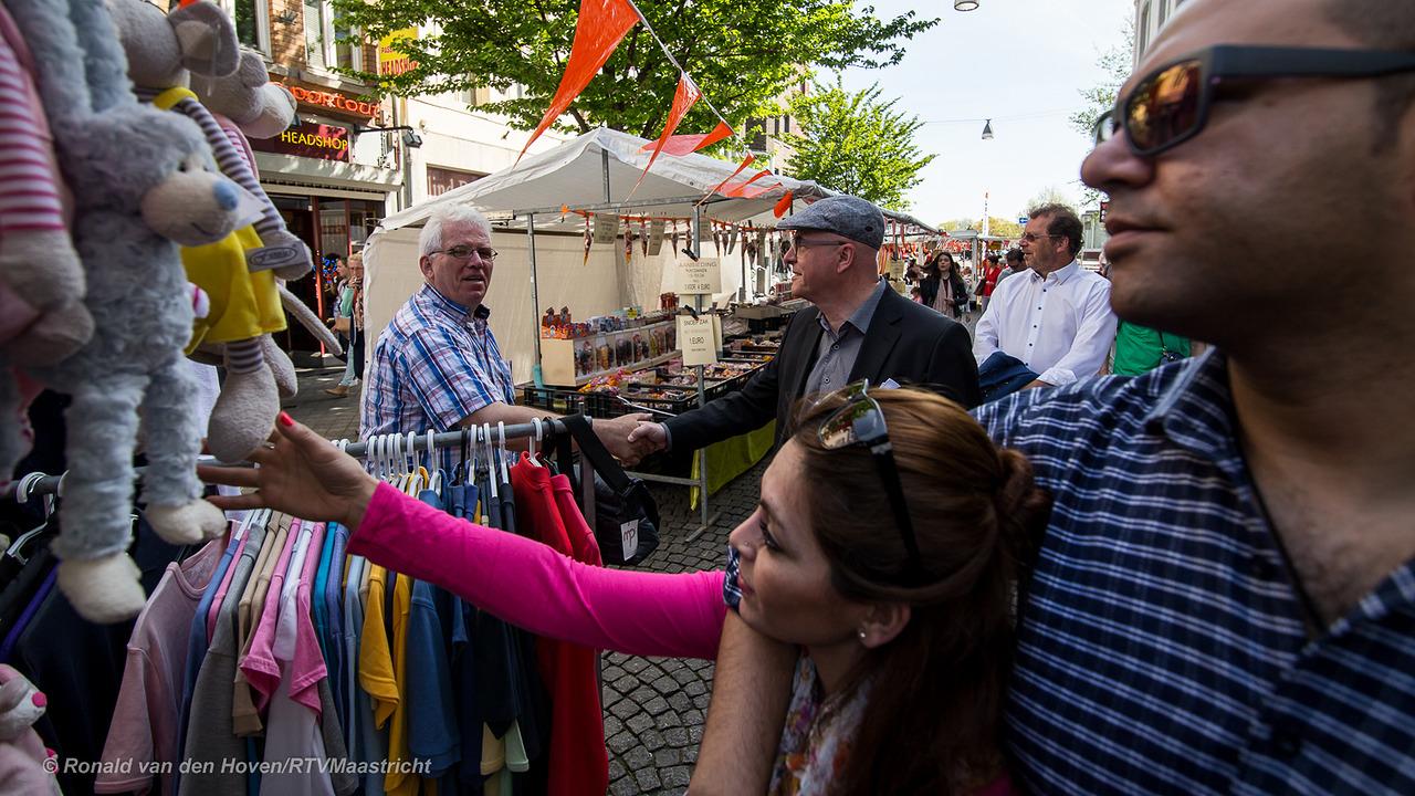 Nieuwe vrijdagmarkt nu echt officieel geopend