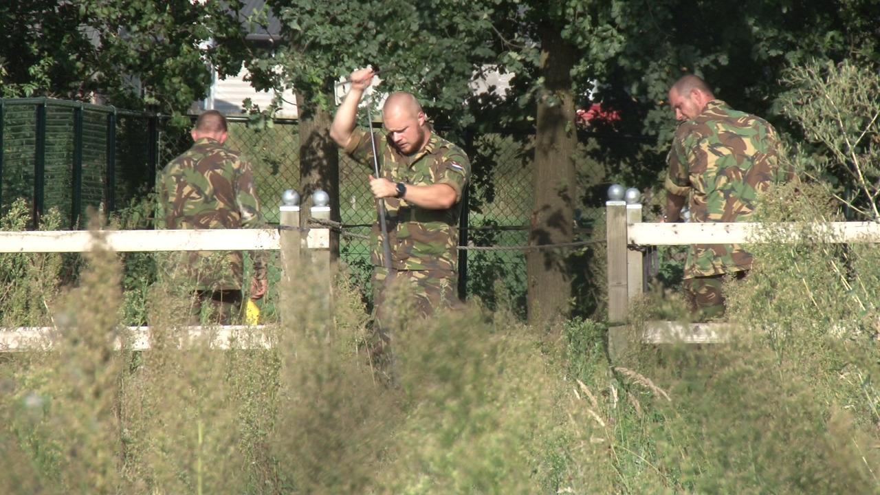 Leger en politieactie op de kleine heitrak for Telephone leger