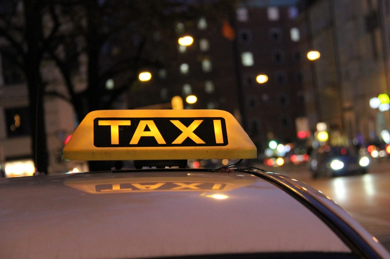 Taxi (bron Wikimedia) RTV Maastricht