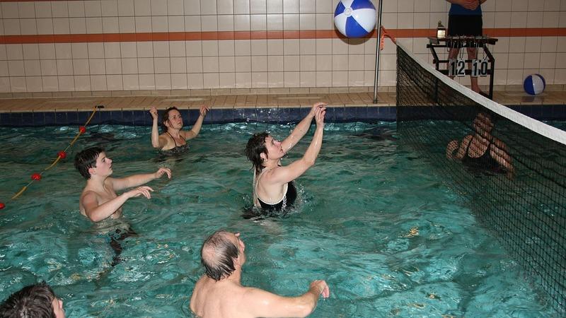 Watervolleybaltoernooi zwemschool De Abeel groot succes