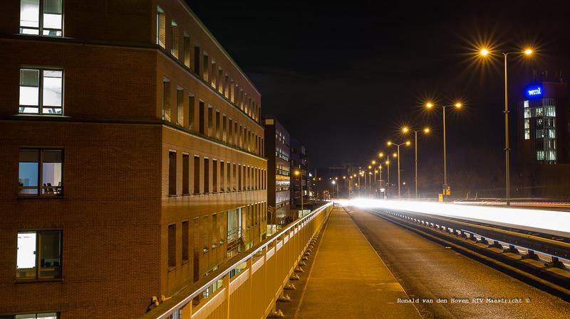 Ronald van den Hoven / RTV Maastricht__John F. Kennedybrug weg N278  avond