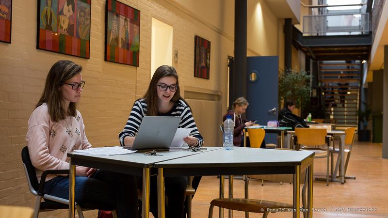Ronald van den Hoven / RTV Maastricht__HAVO Sint Maartenscollege leerlingen scholieren leren