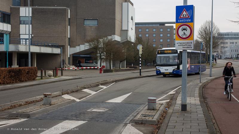 Ronald van den Hoven / RTV Maastricht__inzinkbare paaltjes Randwiyck bus lijn 5-1