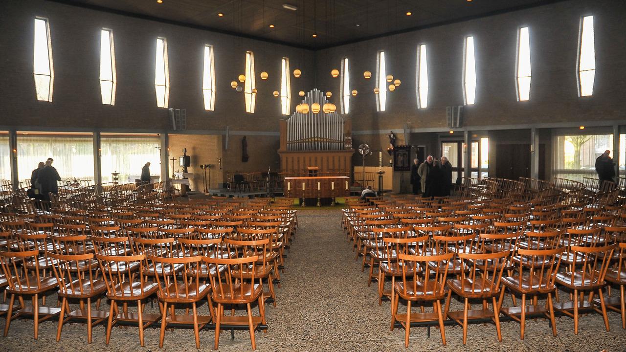 Stoel Te Koop : Stoelen pauluskerk te koop siris