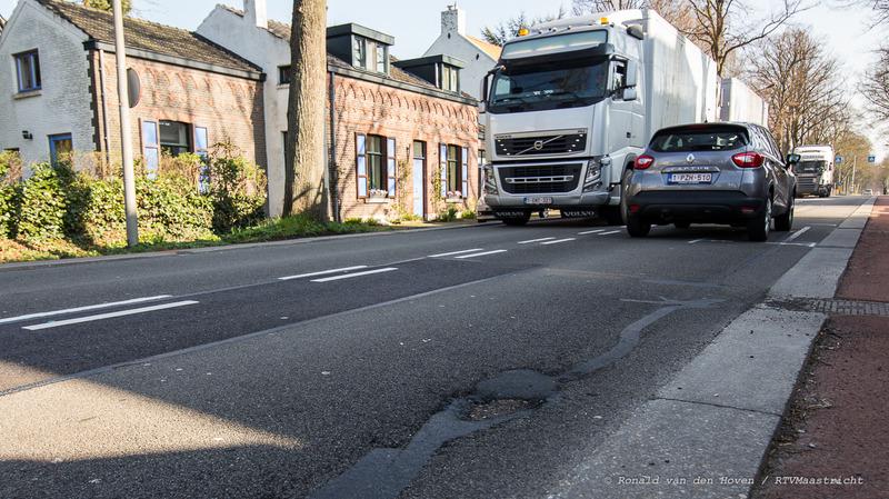 Tongerseweg slecht wegdek vrachtwagens_Ronald van den Hoven / RTV Maastricht
