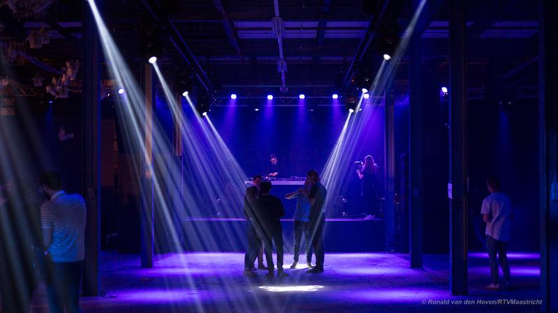 timmerfabriek binnen feest jongeren dance_Ronald van den Hoven / RTV Maastricht