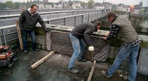 Gedenkplaquettes Sint Servaasbrug vervangen