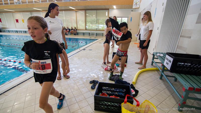 zwemloop ironkids_Ronald van den Hoven / RTV Maastricht.