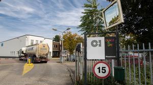 Medewerkers glasfabriek dicht bij staking