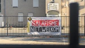 Spandoek salafisme opgehangen bij El Fath-moskee