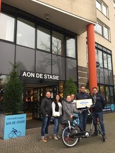 Massimo krijgt E-bike cadeau